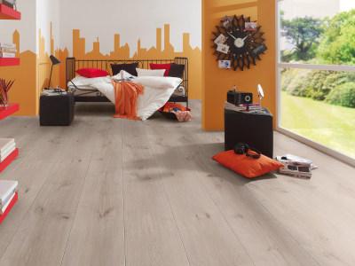 laminat f rs schlafzimmer laminatboden f r das schlafzimmer. Black Bedroom Furniture Sets. Home Design Ideas